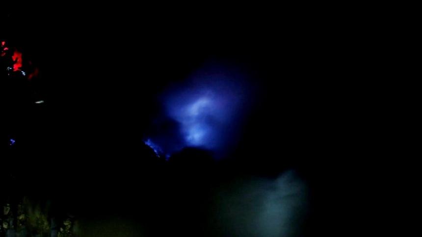 คาวาห์อีเจี้ยน อีเจี้ยน ภูเขาไฟ อินโด อินโดนีเซีย เทรคกิ้ง ปีนเขา เดินเขา เข้าป่า เที่ยวอินโด เที่ยวคนเดียว ท่องเที่ยว เดินทาง บล็อกเกอร์ท่องเที่ยว ผจญภัย wandermore blue frame