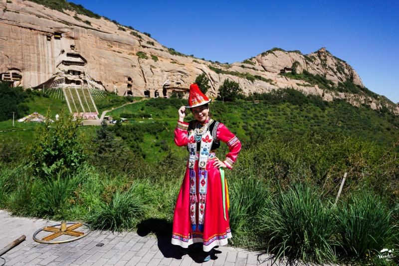 ทะเลทราย badain jaran ผจญภัย เที่ยวคนเดียว จีน เดินทาง เที่ยวจีน ภูเขาสายรุ้ง rainbow mountain zhangye จางเย่ matisi temple