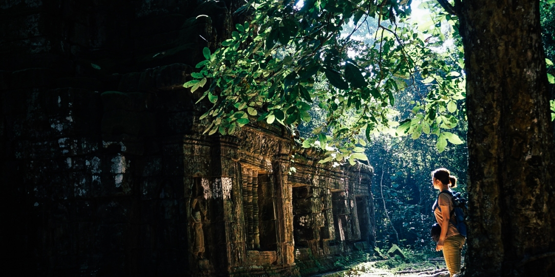 เที่ยวคนเดียว ถ่ายภาพ ถ่ายรูปตัวเอง เทรคกิ้ง ผจญภัย นครวัด angkor wat เสียมเรียบ เที่ยวกัมพูชา