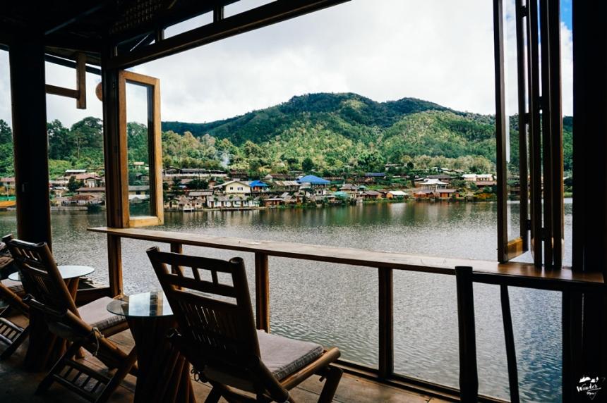 แม่ฮ่องสอน เที่ยวแม่ฮ่องสอน บ้านรักไทย ลีไวน์รักไทย wandermore บล็อกเกอร์สายเที่ยว เที่ยวคนเดียว ท่องเที่ยว
